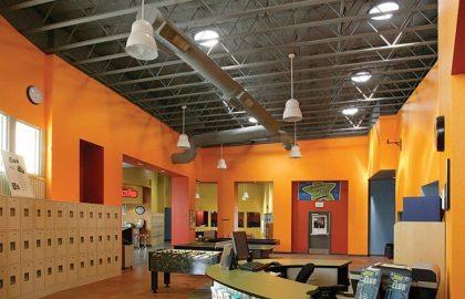 עיצוב משרד חברת אנרג'ים – האם אפשר להכניס אור טבעי למקום חשוך?