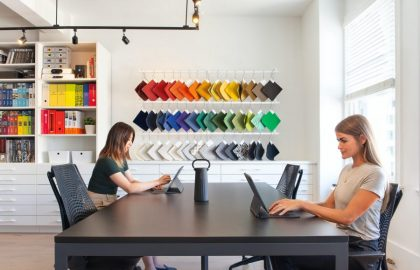 תכנון משרד חדשני – עובדים בקפסולות, גמישות המרחב הציבורי, הקטנת שטח המשרד לעובד – איך עושים את זה?