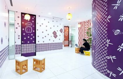משרדי גוגל בטוקיו – הלבשת קירות בהשראת תרבות הפסטיבלים והסמלים היפניים